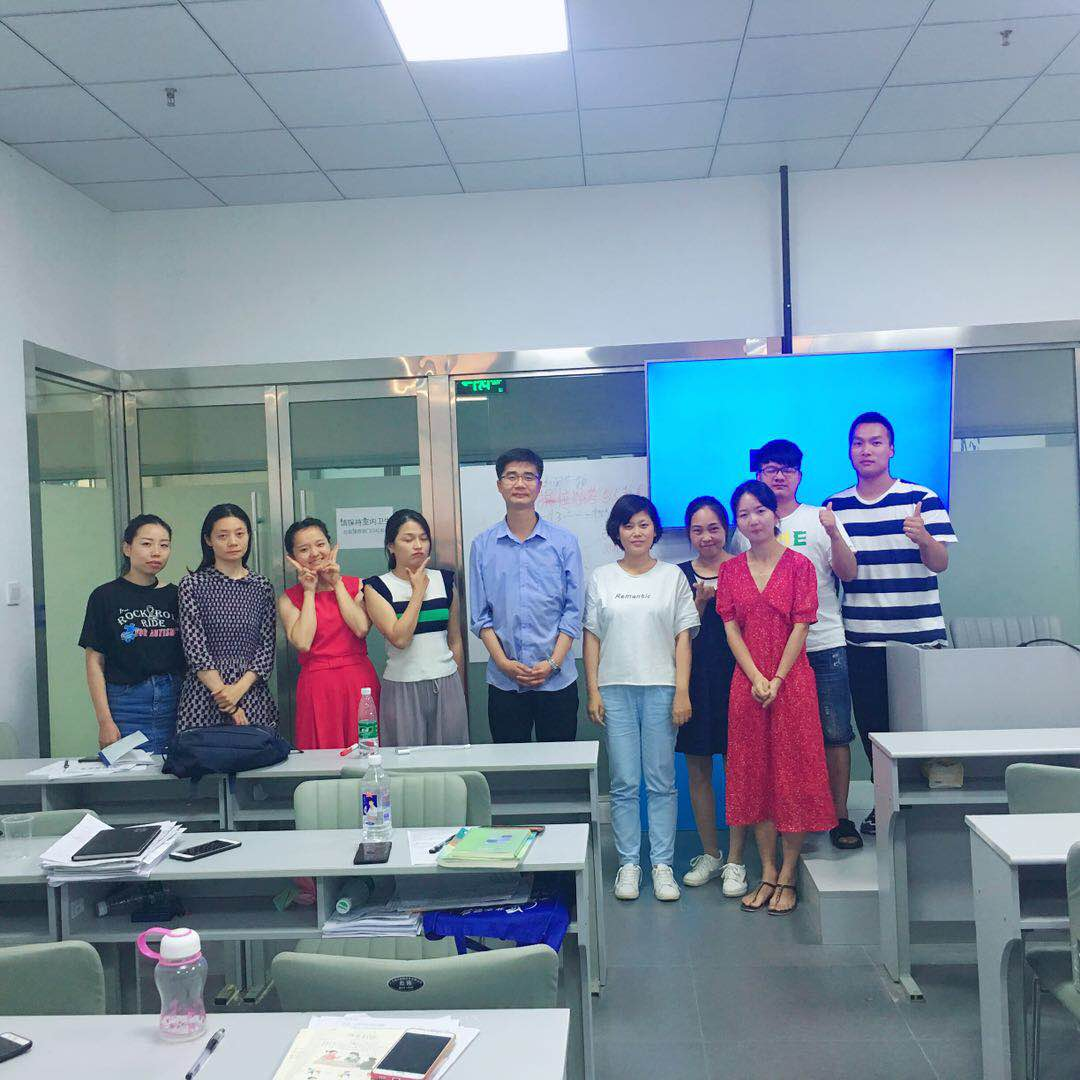 2018年荆州农村义务教师合影
